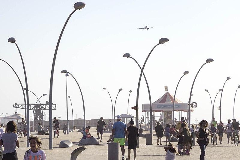 אנשים בנמל תל אביב