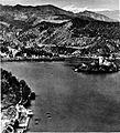 Pogled na Bled s Straže v zgodnji pomladi, spredaj na levi hotel Petran 1928.jpg