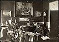 Portrett av Kong Haakon på kontoret, 1909 (6879805235).jpg