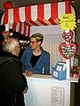 Professor Peter Redeker am Kunst-Kiosk bei Vera Burmester, die auf der Vernissage der Art(f)air 2012 in Hannover z.B. Platz für eigene Gedanken anbot.jpg