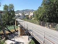 Puente viejo con sierra del oro al fondo.jpg