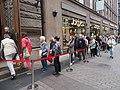 Queue to Nordea art gallery.jpg