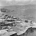 Resten van de synagoge uit het midden van de derde eeuw te Beth Shearim met uit…, Bestanddeelnr 255-1551.jpg