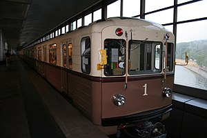 Retro-train of Moscow Metro.jpg