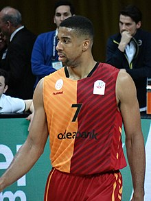 Richard Hendrix Fenerbahçe Men's Basketball vs Galatasaray Men's Basketball TSL 20180304.jpg