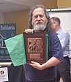 Richard Stallman receiving Social Medicine Award from GNU Solidario.jpg