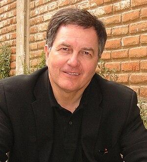 Roberto Ampuero crop