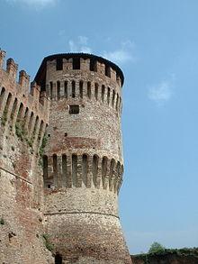 La torre circolare costruita all'epoca di Francesco Sforza.