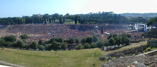 Roma fans celebrating the Scudetto in 2001 at the Circus Maximus Roma scudetto 2001 al Circo Massimo 6240335-6.JPG