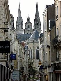 Rue Saint-Aubin et cathédrale Saint-Maurice - Angers - 20070902.jpg