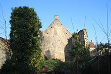 Ruines de la partie occidentale de l'ancienne chapelle sainte christine de Reviers.jpg