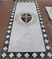 S. croce, tomba sul pavimento 02 biliotti.JPG