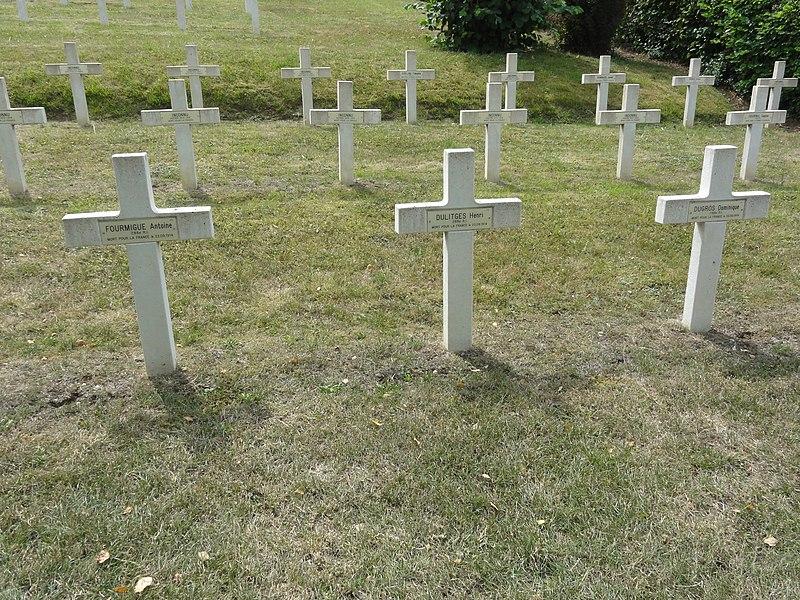 Saint-Rémy-la-Calonne (Meuse) nécropole nationale (09) trois tombes de la compagnie d'Alain-Fournier