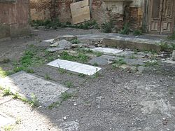 Saint Nshan Armenian church, Old Tbilisi (cemetery).jpg