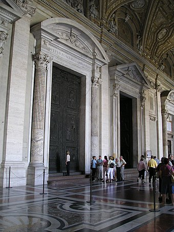 The narthex San Pietro in Vaticano 4.jpg