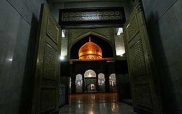 Sayyidah Zaynab Mosque, Damascus - 11 May 2008 01.jpg