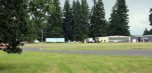 Scappoose Industrial Airpark - Hangars, planes, and runway