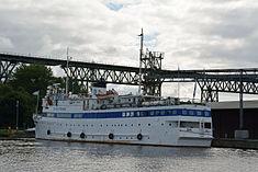 Schleswig-Holstein, Hochdonn, Fähranleger am N-O-Kanal; das Motorschiff Brahe lag dort als Hotelschiff für Wacken Open Air 2015 NIK 5426.jpg