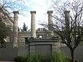 Seattle - De Hirsch ruins 04.jpg
