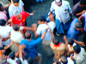 Human rights in the Maldives - Vigilantes attack a man in Malé after a theft.