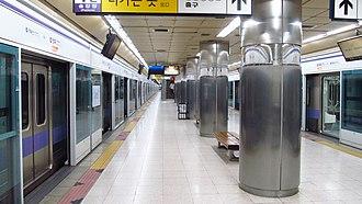 Banghwa station - Station platform