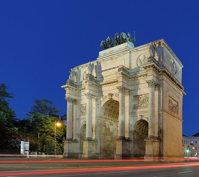 File:Siegestor Munich at dusk, 5 June 2015.jpg