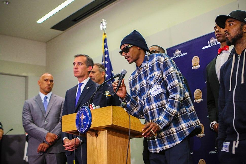 Snoop Dogg - Howling Pixel