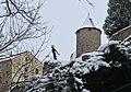 Socha Metuje a věž Zázvorka - panoramio (1).jpg