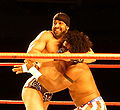 Sonjay Dutt headlock in London Sep 2008.jpg