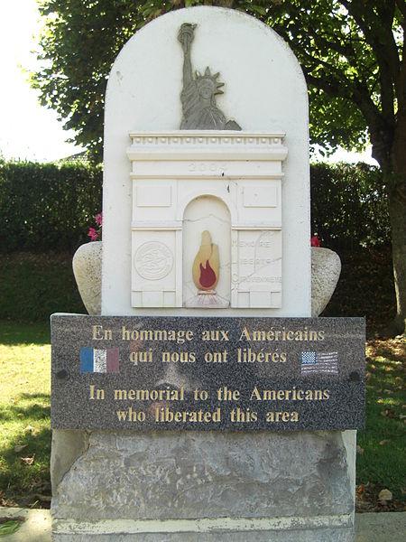 File:Stèle en mémoire du Sacrifice américain à Montgardon ERNOUF Guillaume.JPG
