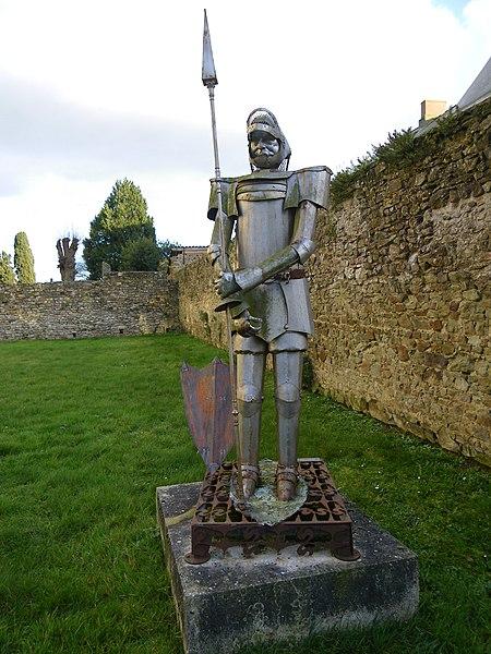 Statue en acier a l'abbaye de La Roe
