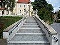 Stiegenaufgang Kirche Wolkersdorf.JPG
