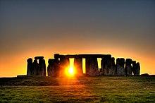 Stonehenge auringonlaskun aikaan
