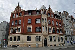 Stralsund, Seestraße 1, Ecke Fährstraße (2012-03-04), by Klugschnacker in Wikipedia.jpg