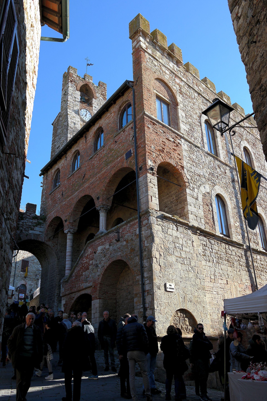 Img additionally Px Suvereto Palazzo  unale additionally Mm Film also Turm Platz Gr further Mordillo. on gr