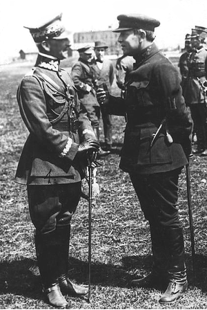 Treaty of Warsaw (1920) - Polish General Antoni Listowski (left) and exiled Ukrainian leader Symon Petliura (second from left) following Petliura's alliance with the Poles.
