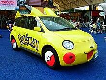 Photo d'une Toyota aux couleurs de Pikachu.