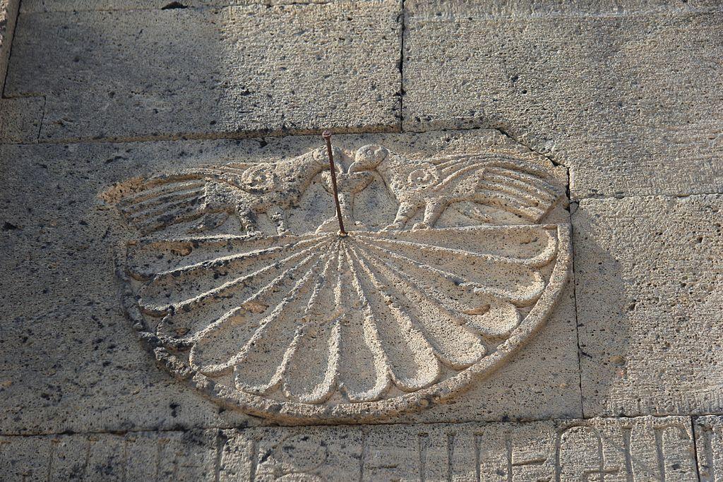 https://upload.wikimedia.org/wikipedia/commons/thumb/a/a0/Tanahat_Monastery_IMG_8142.jpg/1024px-Tanahat_Monastery_IMG_8142.jpg