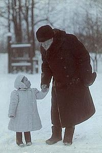 Leo Tolstoy with his granddaughter in Yasnaya Polyana.