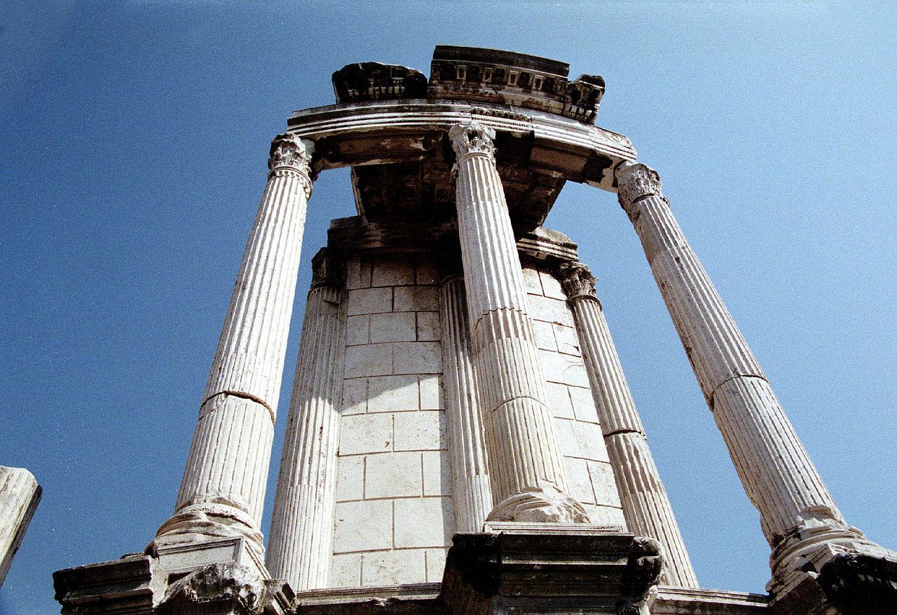 photographie des ruines du temple de Vesta