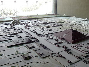 [Bild: 300px-Teotihuac%C3%A1n_-_Modell_Stadt_2.jpg]
