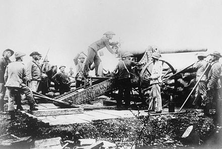 The Boer 'Long Tom' in action during the siege The Boer War, 1899 - 1902 Q82962.jpg