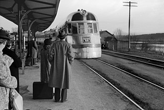 Pioneer Zephyr - Burlington Zephyr passenger train approaching station and waiting passengers at East Dubuque, Illinois
