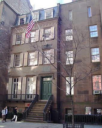 Roosevelt's birthplace at 28 East 20th Street in Manhattan, New York City Theodore Roosevelt Birthplace from west.jpg