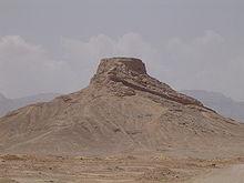 Uma torre do silêncio em ruínas