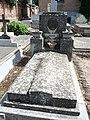 Tumba de Amelia Mangada y Marina Mangada, cementerio civil de Madrid.jpg