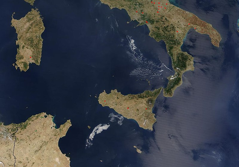 Sud Italia - foto di NASA, cropped by DrFO.Jr.Tn