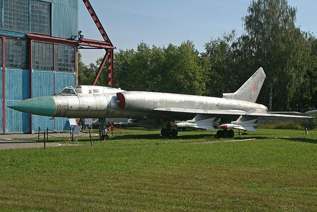 Les géants des airs : Le Tupolev Tu-128 Fiddler [Amodel 1/72] 640px-Tupolev_Tu-128_0_red_%2810229214405%29