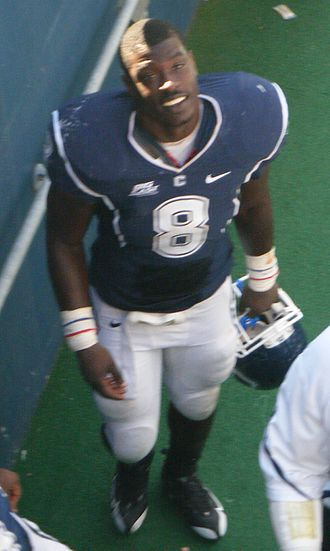 2010 PapaJohns.com Bowl - Connecticut linebacker Lawrence Wilson