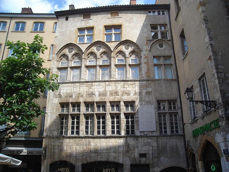 Fichier:Une façade Vieux-Lyon.JPG